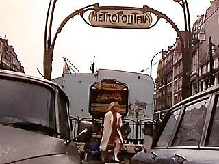 Ma Mere Me Escort (720p) - 1982