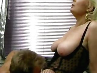 Retro German Blonde Mummy Gets Her Hairy Cunny Slurped In The Office